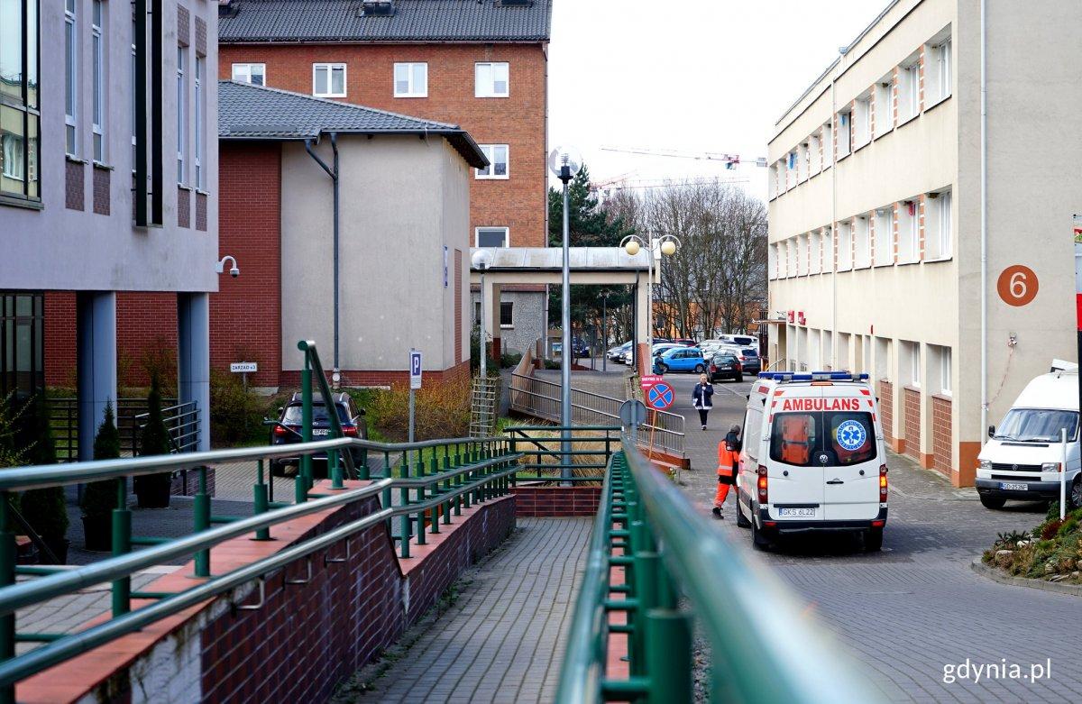 acjenci zgłaszający się do redłowskiego szpitala skorzystają z izby przyjęć w innym budynku, fot. Kamil Złoch / archiwalne