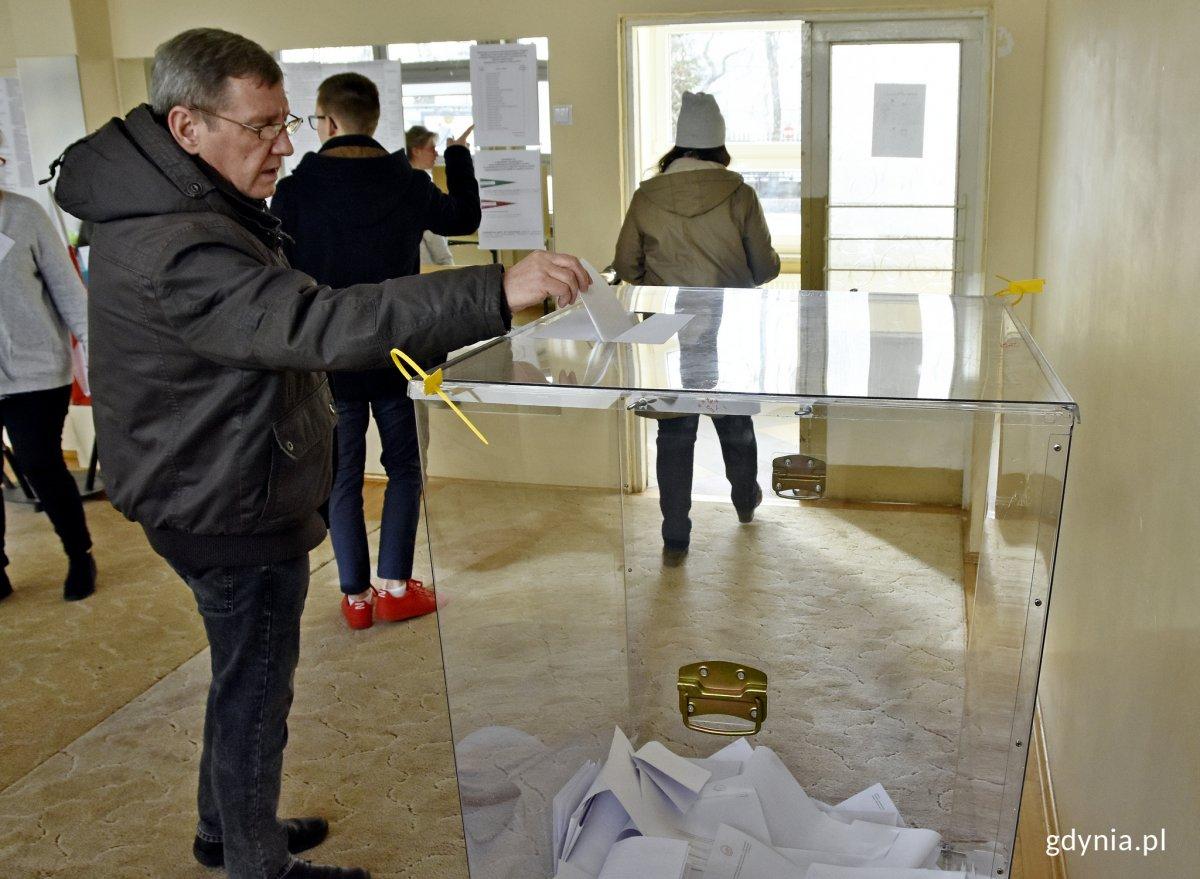 Gdynianie wybrali radnych dzielnic // fot. Marcin Mielewski