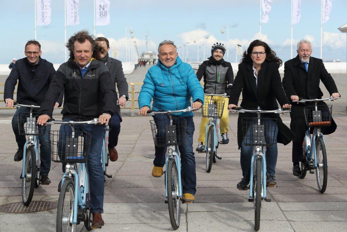 od lewej Jacek Karnowski - prezydent Sopotu, Wojciech Szczurek - prezydent Gdyni i Aleksanda Dulkiewicz - prezydent Gdańska, fot. Grzegorz Mehring