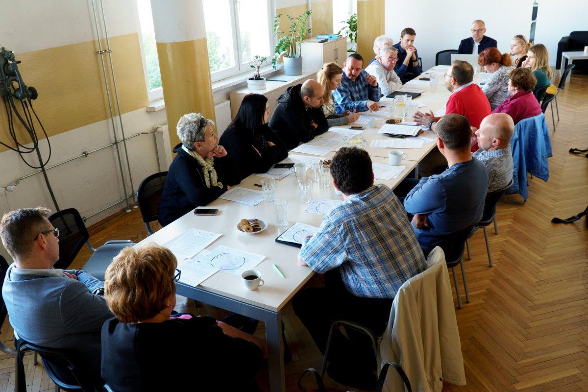 Członkowie Komitetu Rewitalizacji podczas majowego posiedzenia