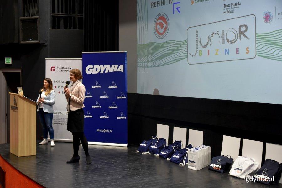 Gala konkursu Junior Biznes. Młodych przedsiębiorców powitała wiceprezydent Gdyni - Katarzyna Gruszecka-Spychała /fot. Paweł Kukla