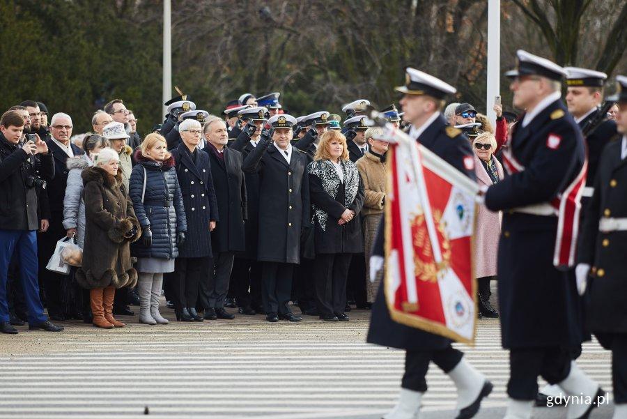 Uroczystości oficjalne pod pomnikiem Polski Morskiej z okazji 93. rocznicy nadania praw miejskich, fot. Dawid Linkowski