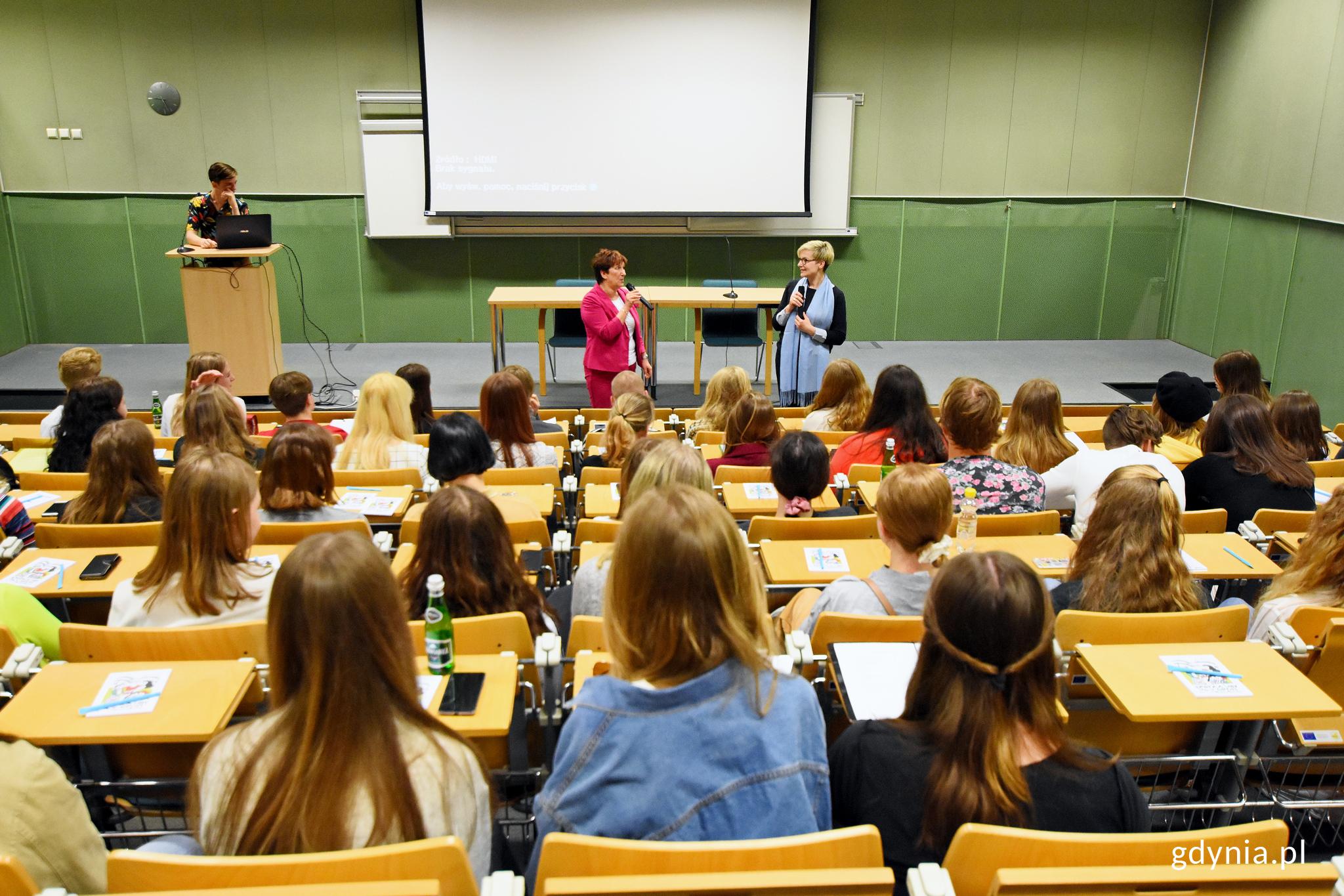 Uczniowie z II LO i szkoły z Karlskrony w Pomorskim Parku Naukowo-Technologicznym, fot. Kamil Złoch