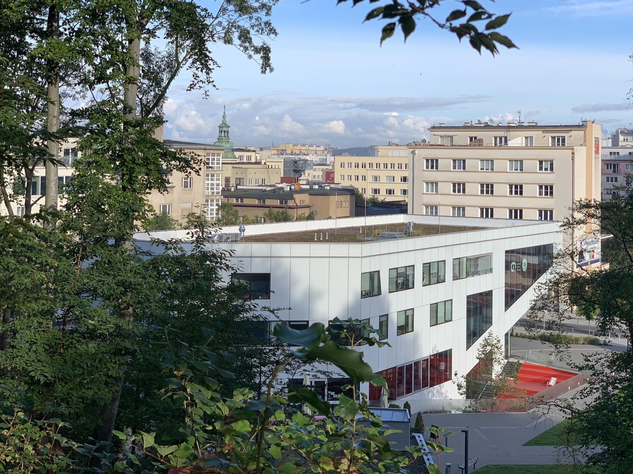 Zielony dach budynku Gdyńskiego Centrum Filmowego