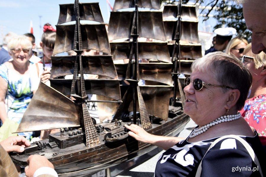 Odsłonięta w 2019 roku makieta statku pozwala niewidomym wyobrazić sobie jego kształt, fot. Paweł Kukla / archiwalne