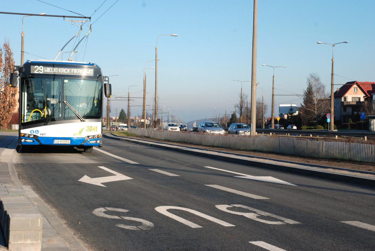 Trolejbus na nowym buspasie na ulicy Wielkopolskiej./ fot. Monika Karnowska/ ZDiZ