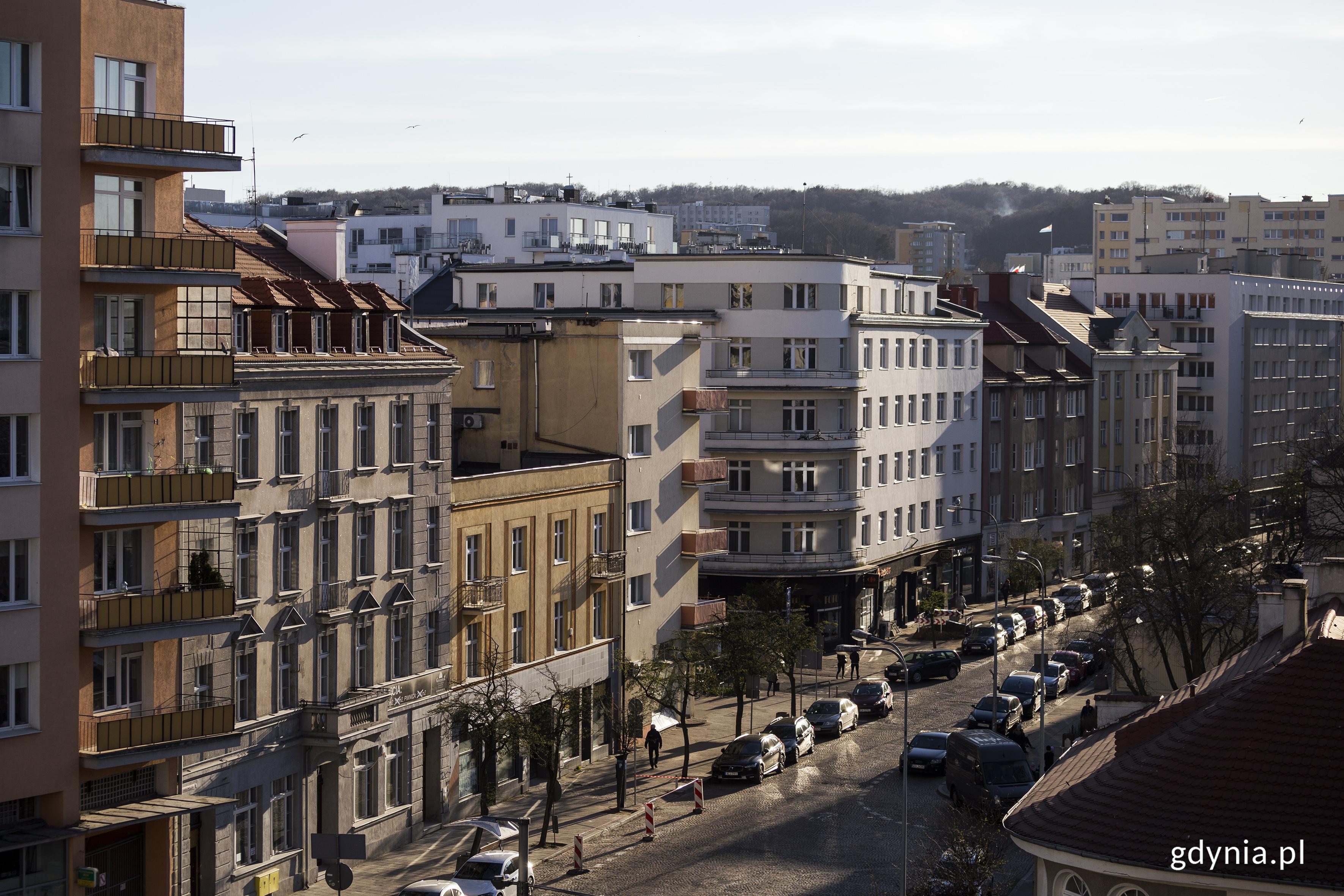 Hotel La Guitarra, dawniej Hotel Centralny na Starowiejskiej 1 oraz modernistyczne kamienice. Fot. Przemysław Kozłowski