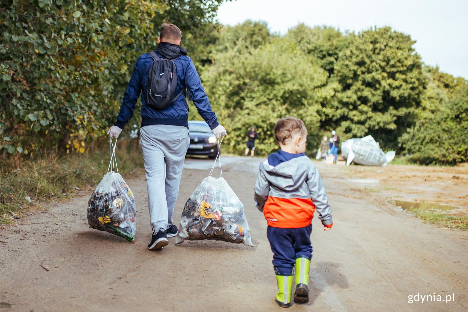Sprzątanie Ziemi w Gdyni, zdjęcie archiwalne, fot. Personal PR