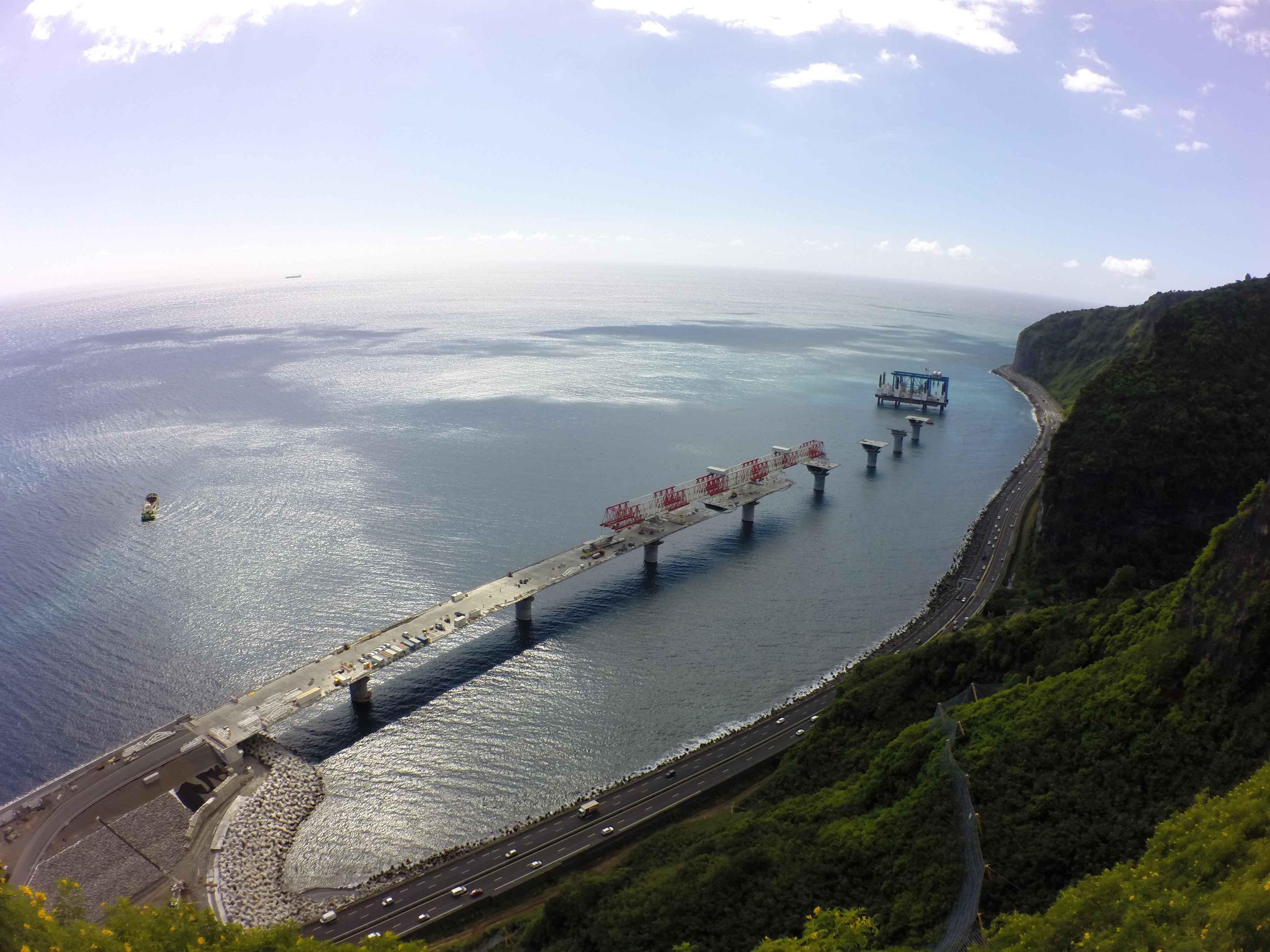 """NB 105 """"Zourite"""" podczas budowy autostrady wokół wyspy, fot. mat. prasowe / NRL"""