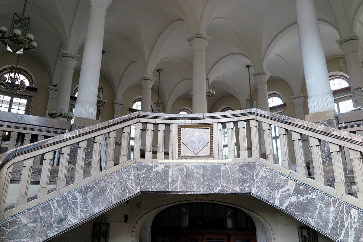 Kamienne balustrady w d. Banku Polskim przy ul. 10 Lutego 22