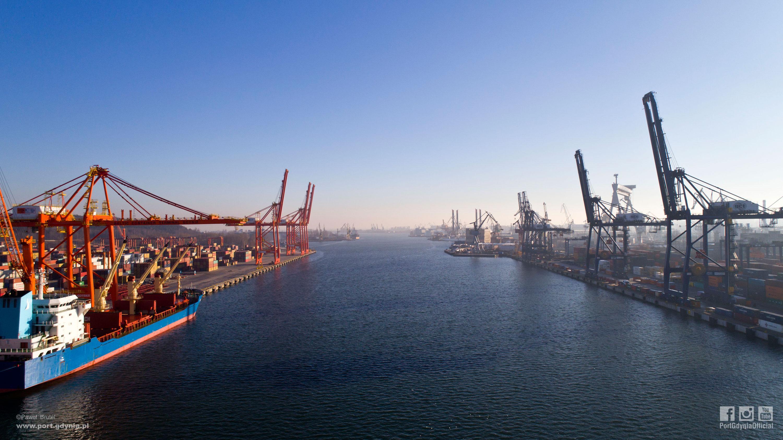 Widok na Port Gdynia, fot. Paweł Brutel (www.port.gdynia.pl)