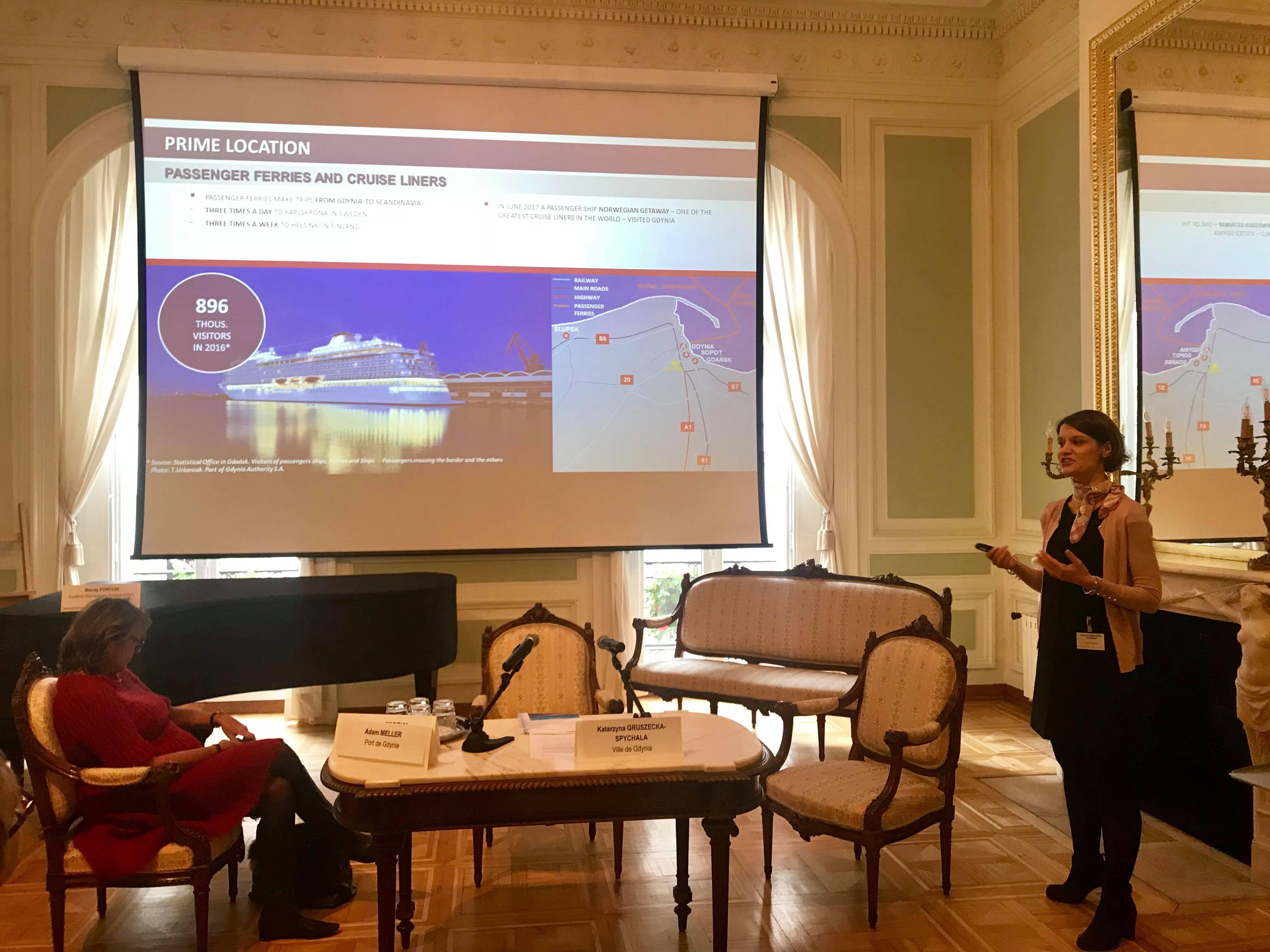 Wiceprezydent Gdyni Katarzyna Gruszecka-Spychała podczas prezentacji podkreślającej walory miasta, fot. Maja Studzińska