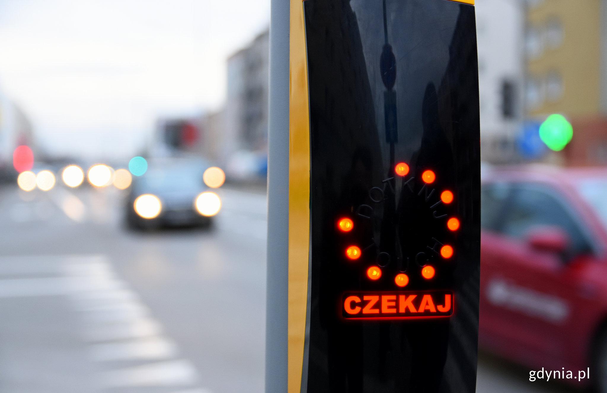 Przycisk dla pieszych korzystających z nowego przejścia, fot. Kamil Złoch