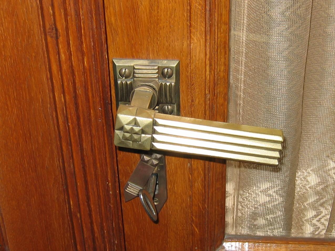 Klamka w stylu art deco, drzwi wewnętrzne w gmachu d. Banku Polskiego, ul. 10 Lutego 20-22