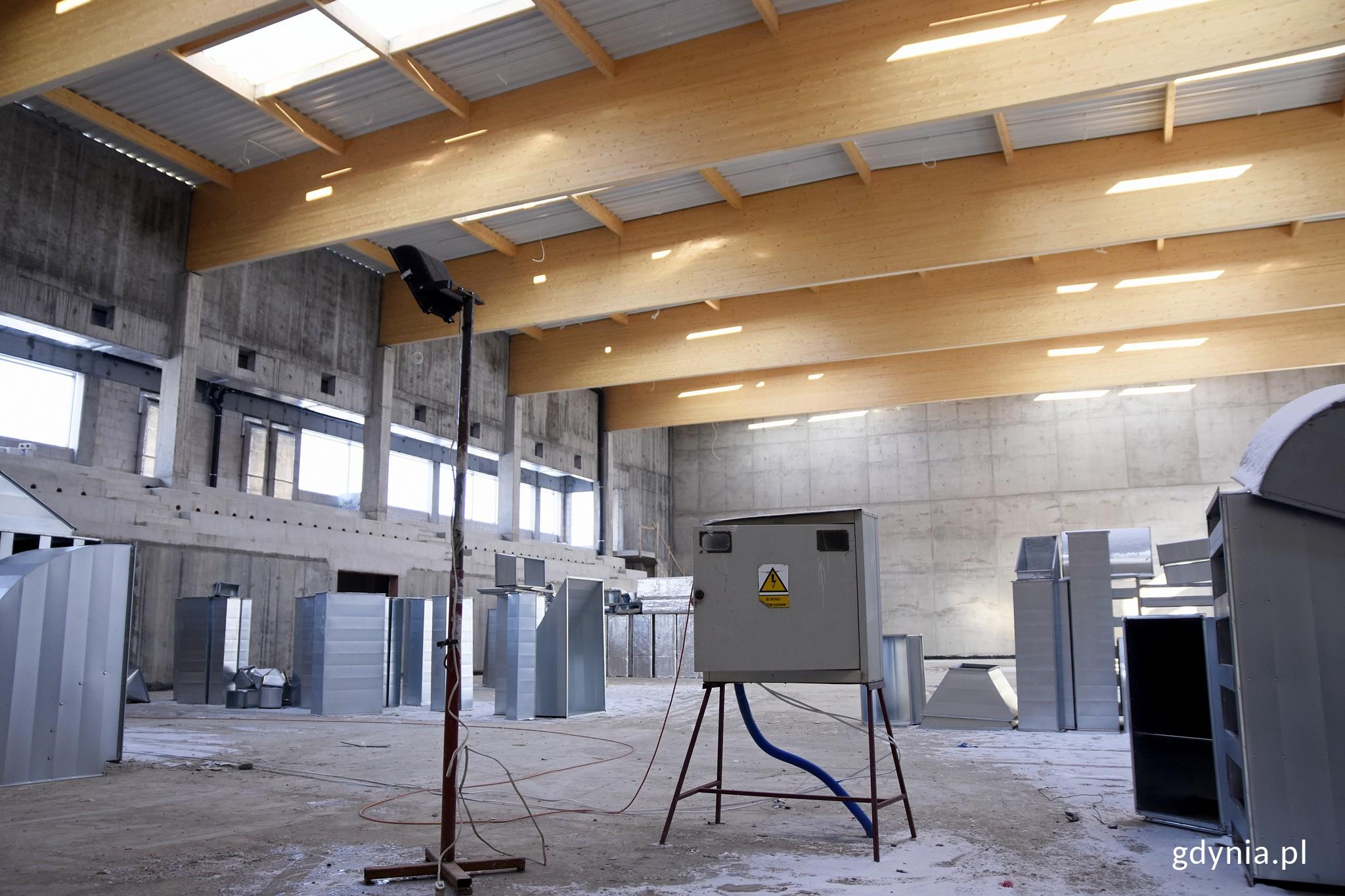 Pełowymiarowa hala sportowa w nowym kompleksie na Chwarznie-Wiczlinie, fot. Kamil Złoch