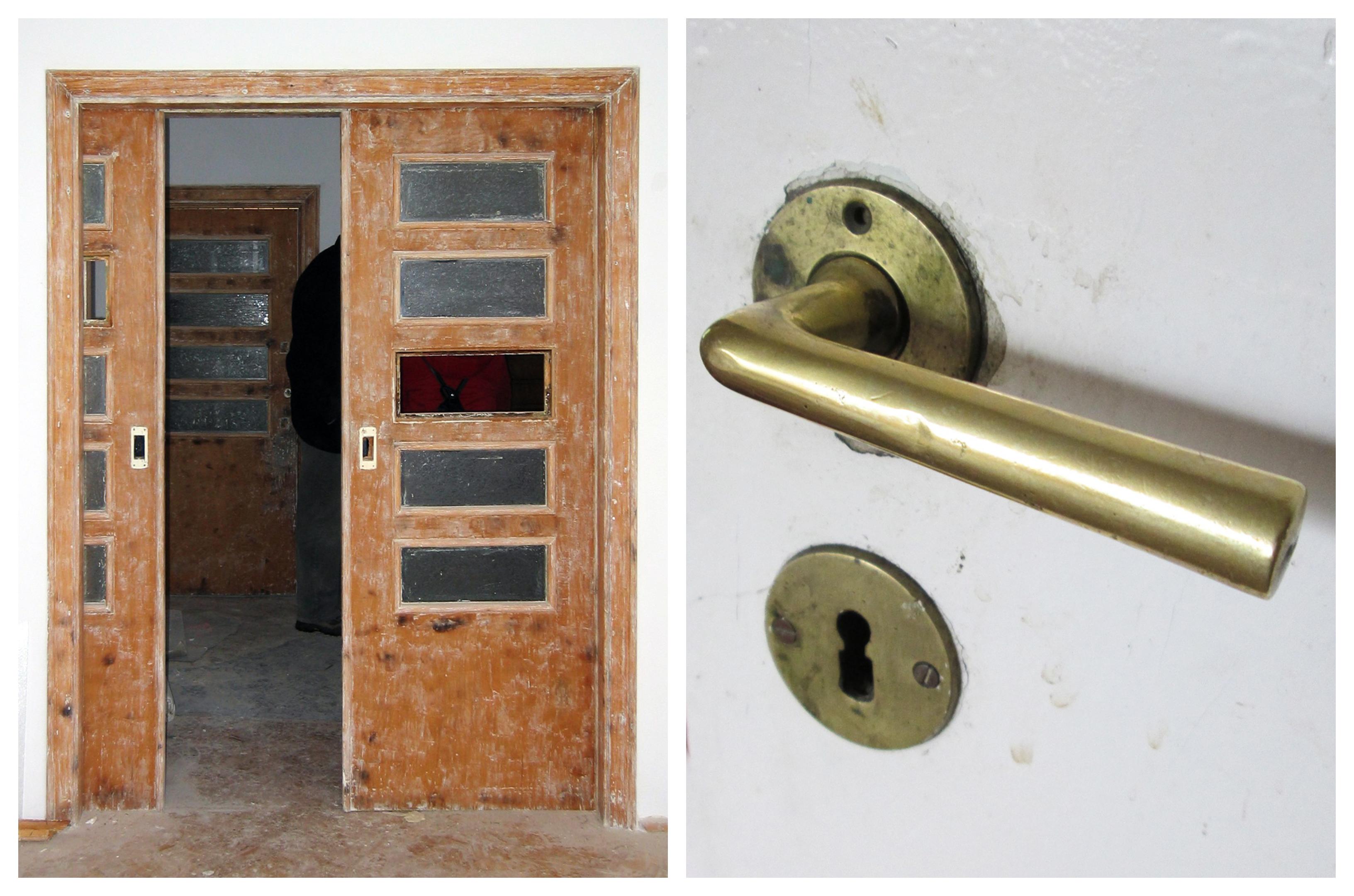 Przesuwne drzwi pomiędzy pokojami w willi w Orłowie, w trakcie prac restauratorskich; Modernistyczna mosiężna klamka z drzwi wewnętrznych, lata 30. XX w.