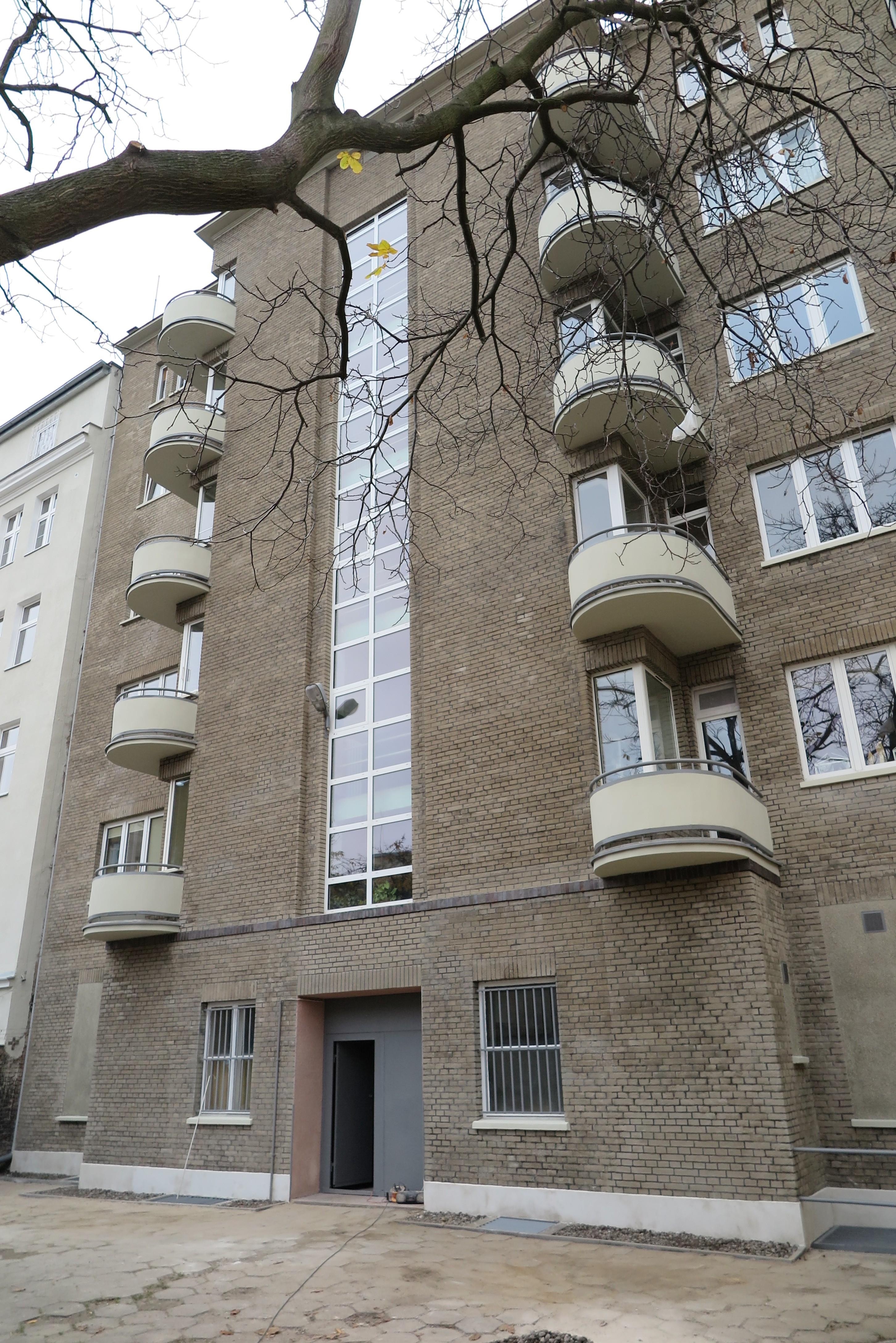 Elewacja tylna kamienicy przy ul. Starowiejskiej 52, jedynej kamienicy w Śródmieściu o takim wykończeniu elewacji po pracach konserwatorskich