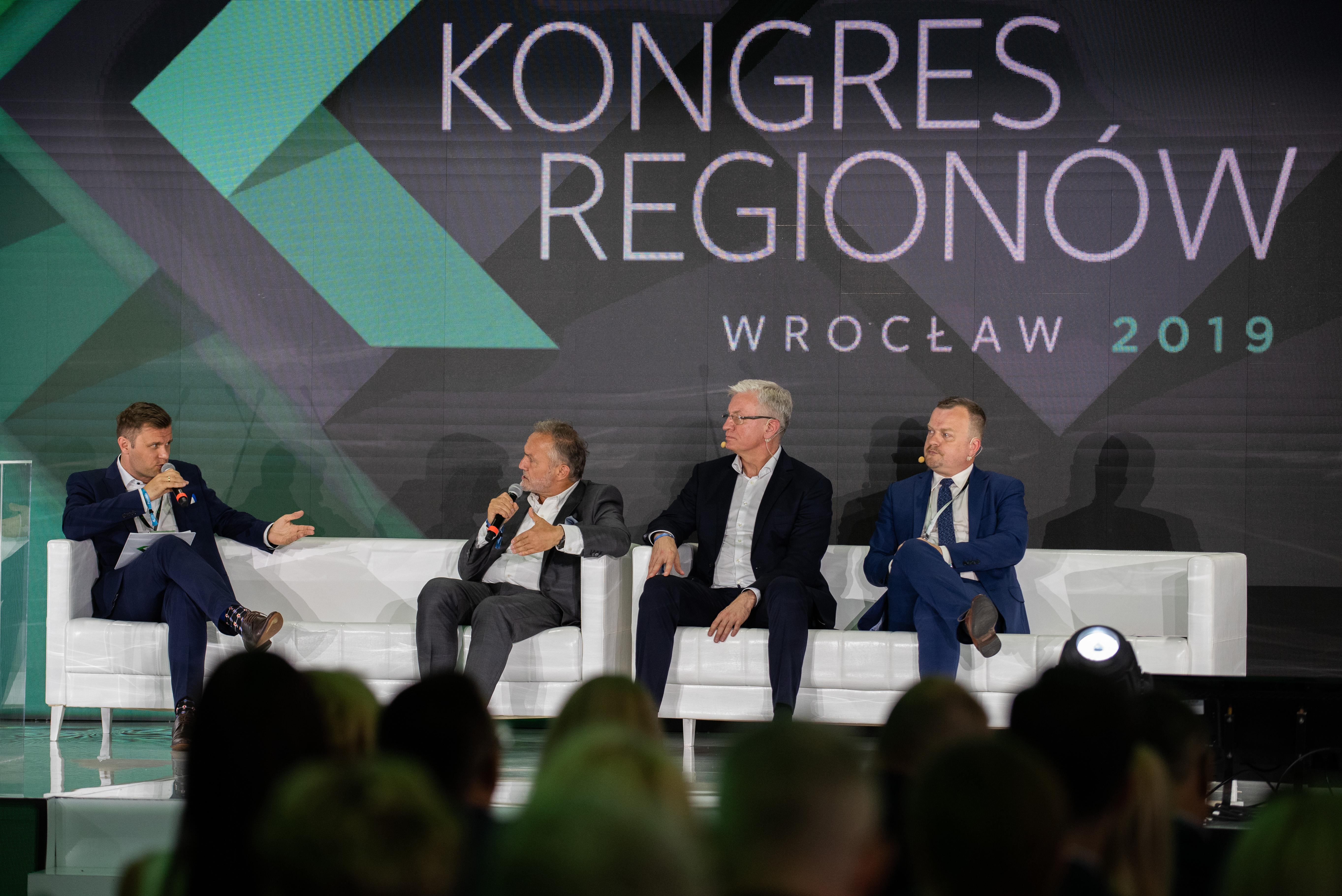 Kontrdebata na temat mobilności, od lewej Piotr Kozanecki, Wojciech Szczurek, Jacek Jaśkowiak i Arkadiusz Chęciński, fot. kongresregionow.pl
