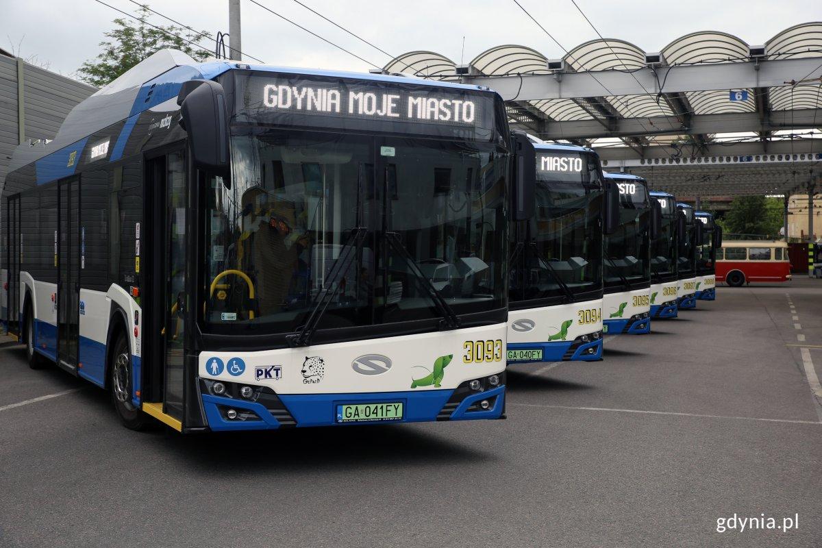 Nowe supertrolejbusy w zajezdni PKT, jeszcze przed wyruszeniem do północnych dzielnic, fot. Przemysław Kozłowski