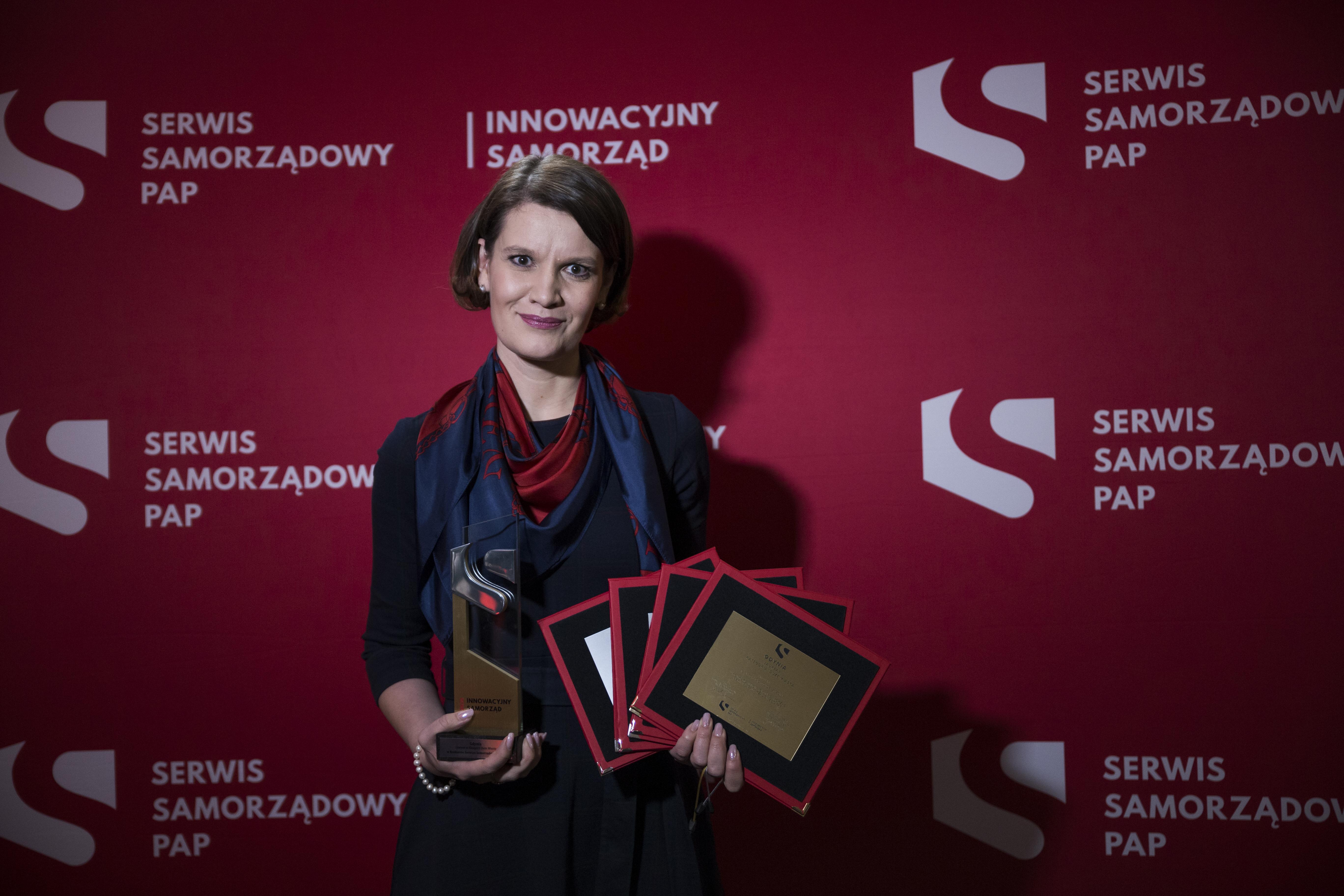 Katarzyna Gruszecka-Spychała, wiceprezydent Gdyni ds. gospodarki z nagrodą, fot. Przemysław Kozłowski