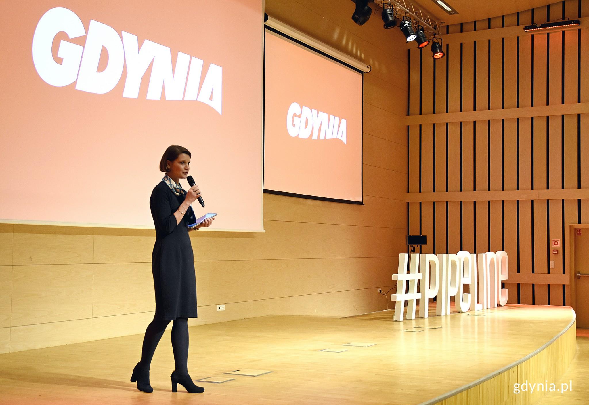 Katarzyna Gruszecka-Spychała, wiceprezydent Gdyni ds. gospodarki powitała uczestników, fot. Kamil Złoch