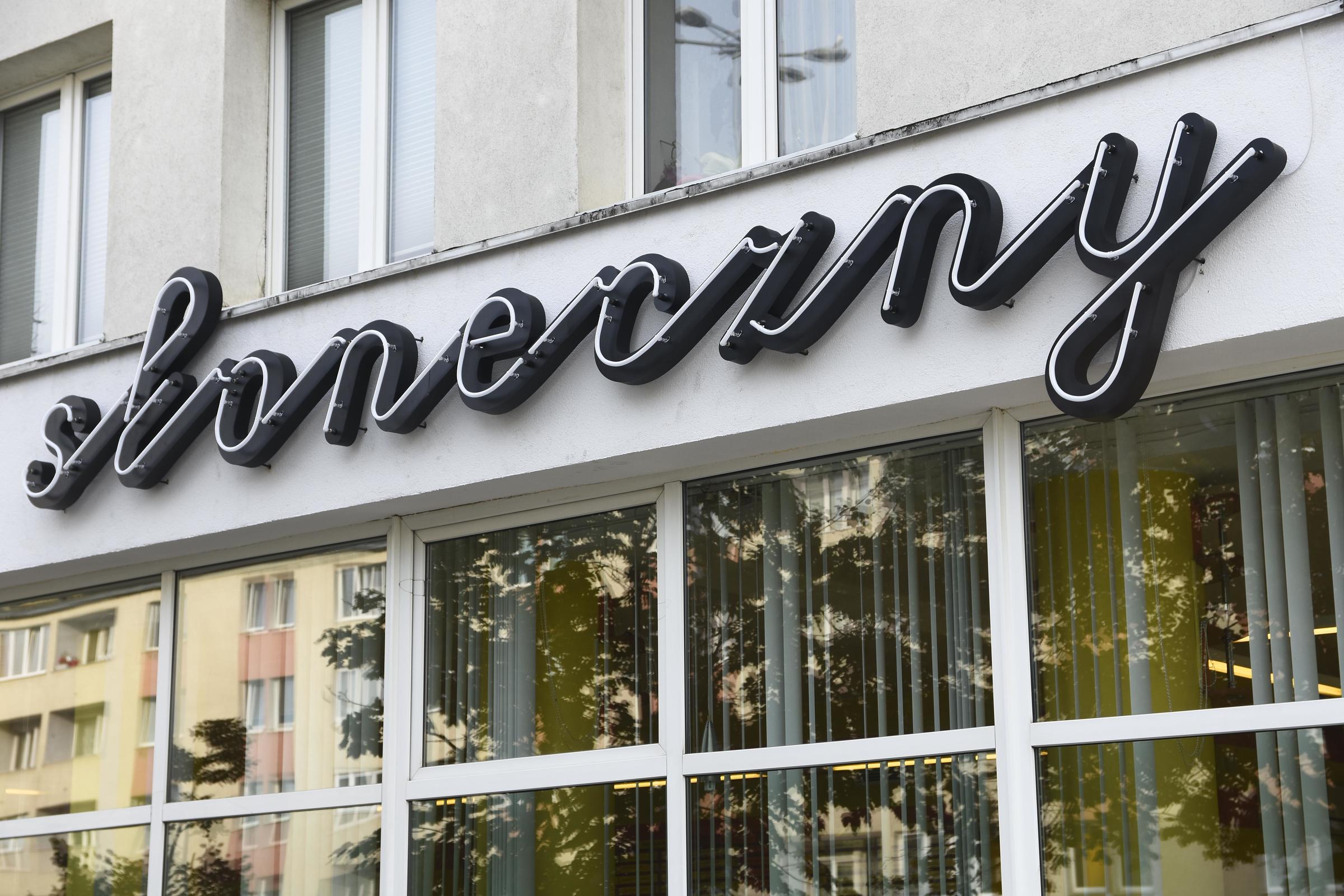 """Neon baru mlecznego """"Słoneczny"""", fot. Jan Ziarnicki"""