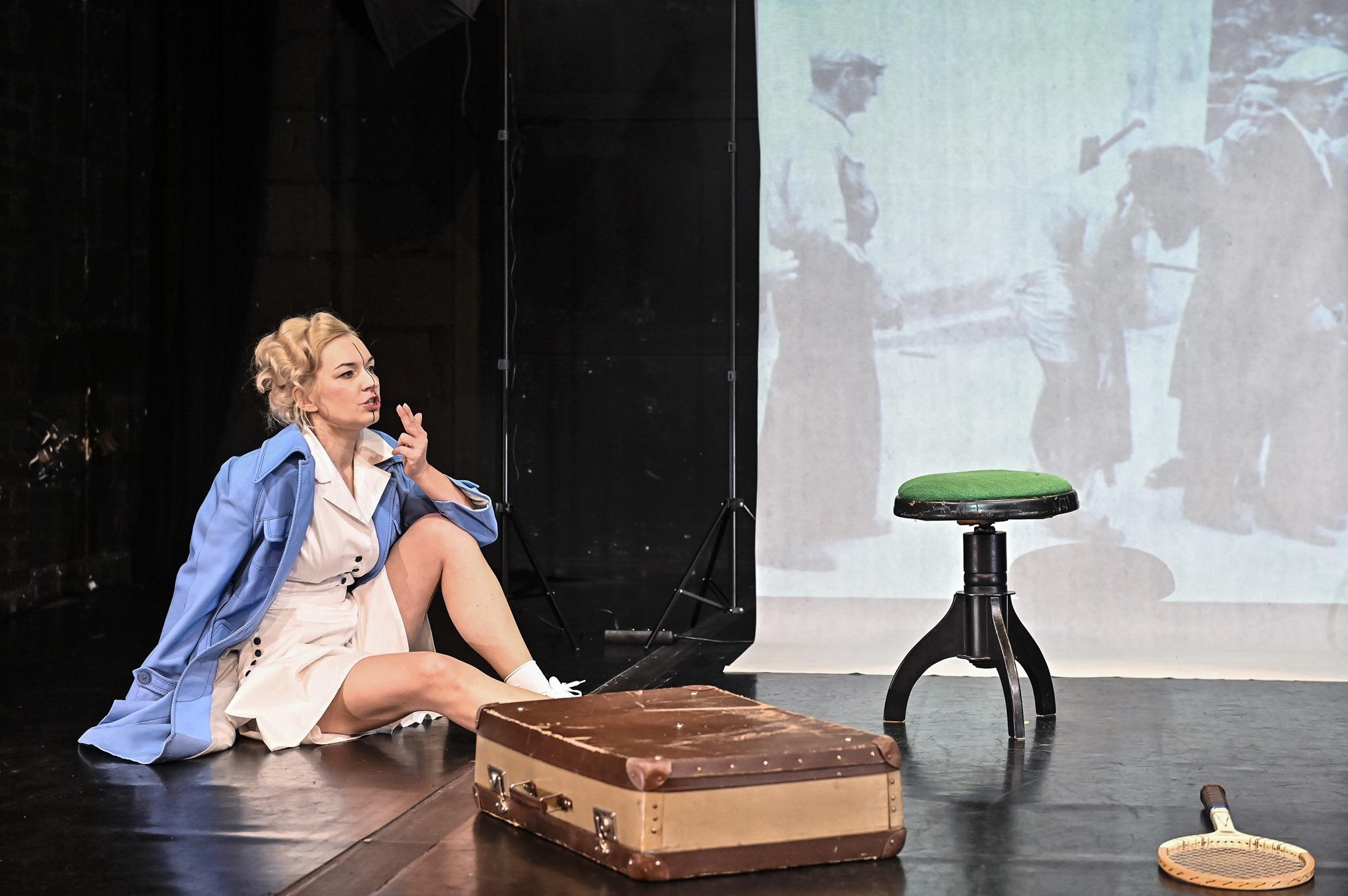 """Spektakl """"Ginczanka. Przepis na prostotę życia"""", źródło: Teatr na Plaży"""
