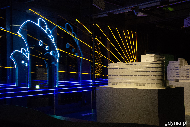Neon w InfoBoksie jest podświetlony od godz. 19 do północy. Fot. Paweł Kukla