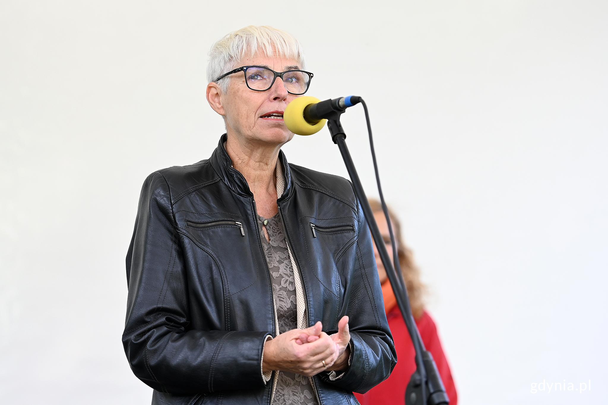 Przewodnicząca Rady Miasta Gdyni, Joanna Zielińska podczas wręczenia nagród dla laureatów konkursu, fot. Michał Puszczewicz
