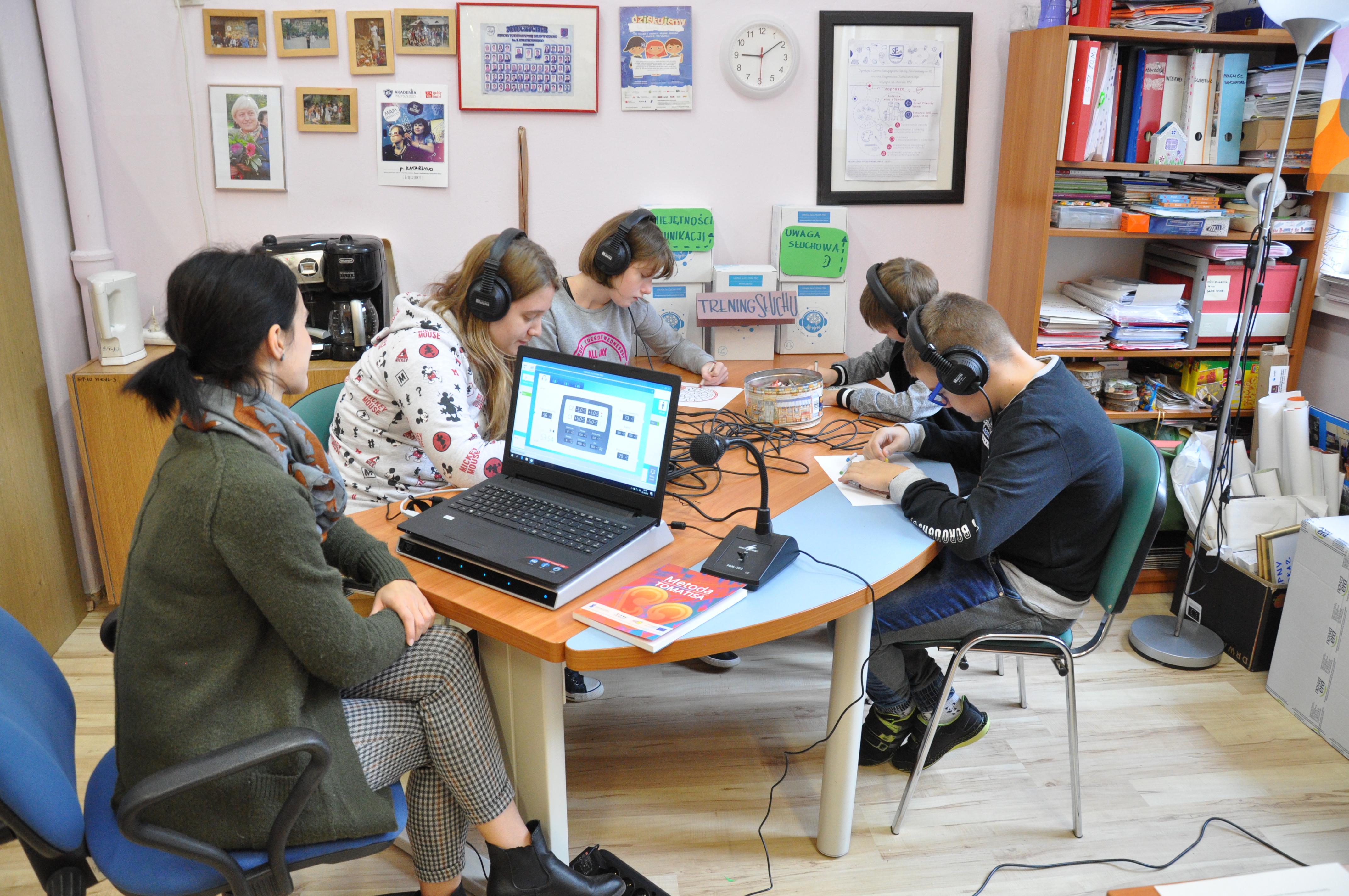 Do gdyńskiej SP 10 trafiło także urządzenie do diagnozy i treningu uwagi słuchowej opartej na założeniach metody Tomatisa, fot. gdynia.pl