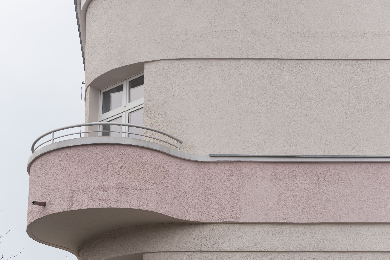 7. Budynek przy ul. Piotra Skargi 9, detal balkonu