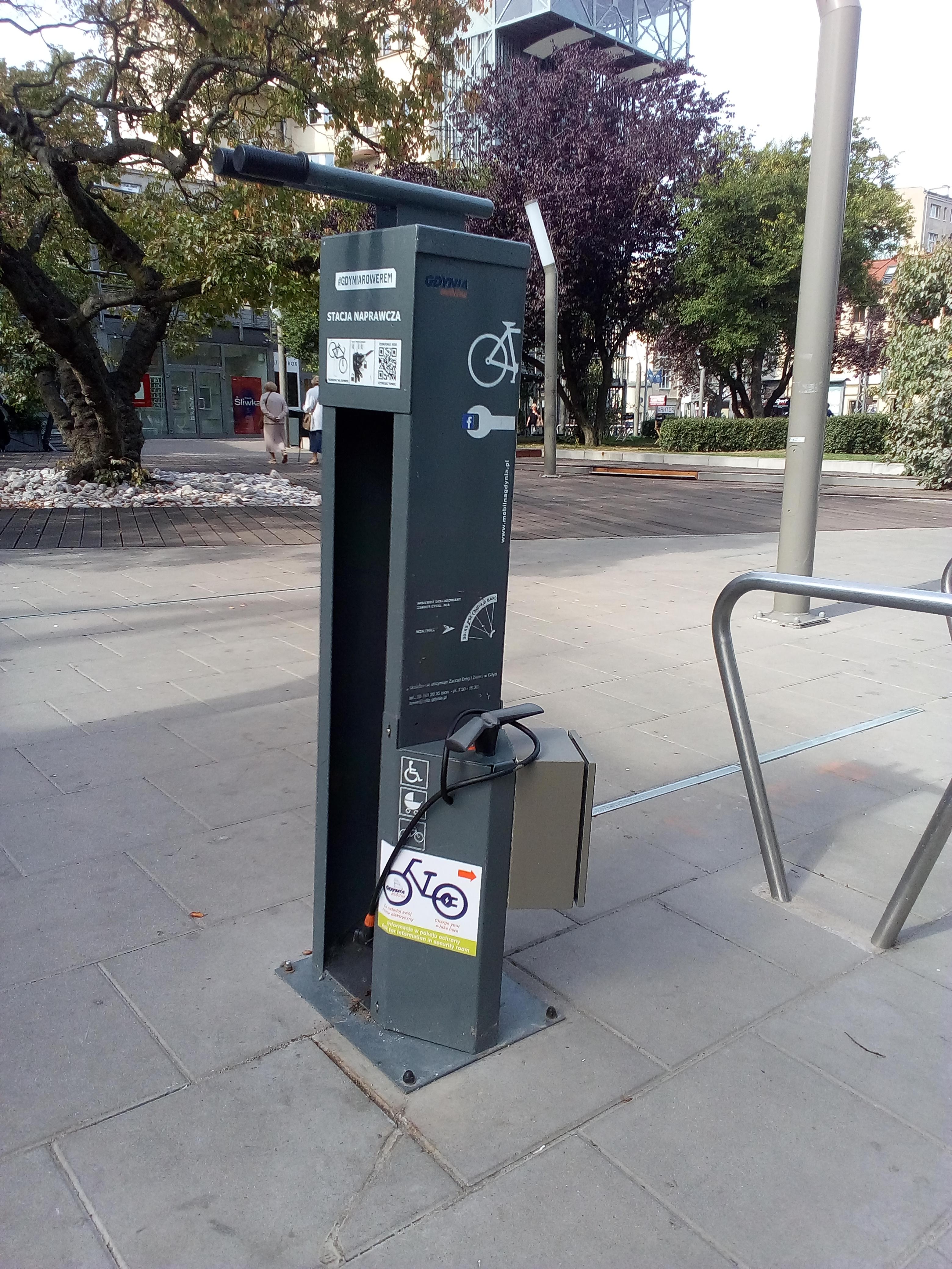 Stacje ładowania rowerów // ZDiZ