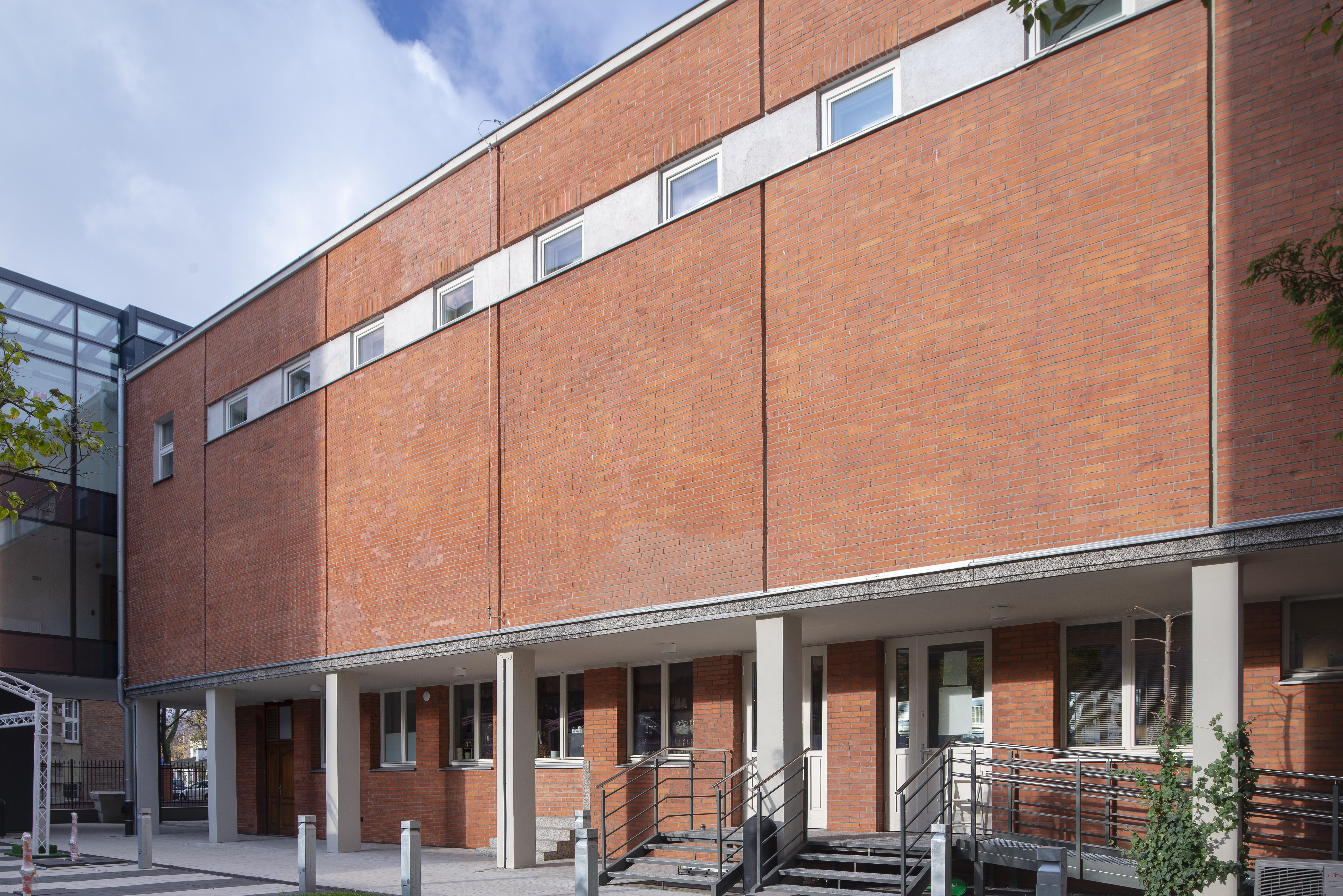 D. Dom Marynarza Szwedzkiego, ob. Konsulat Kultury przy ul. Jana z Kolna 25, fragment ceglanej elewacji od podwórza.