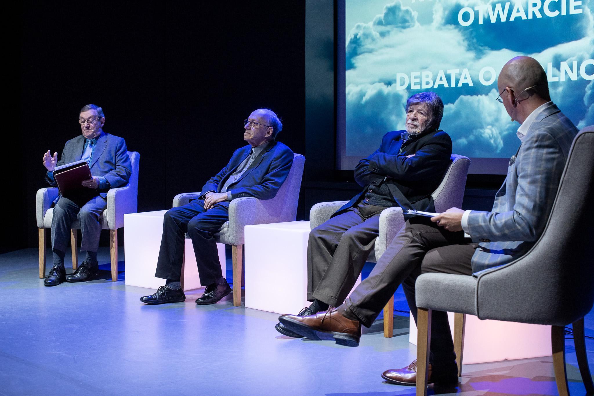 Uczestnicy debaty - Norman Davies, Michał Heller i Szewach Weiss, fot. Dawid Linkowski