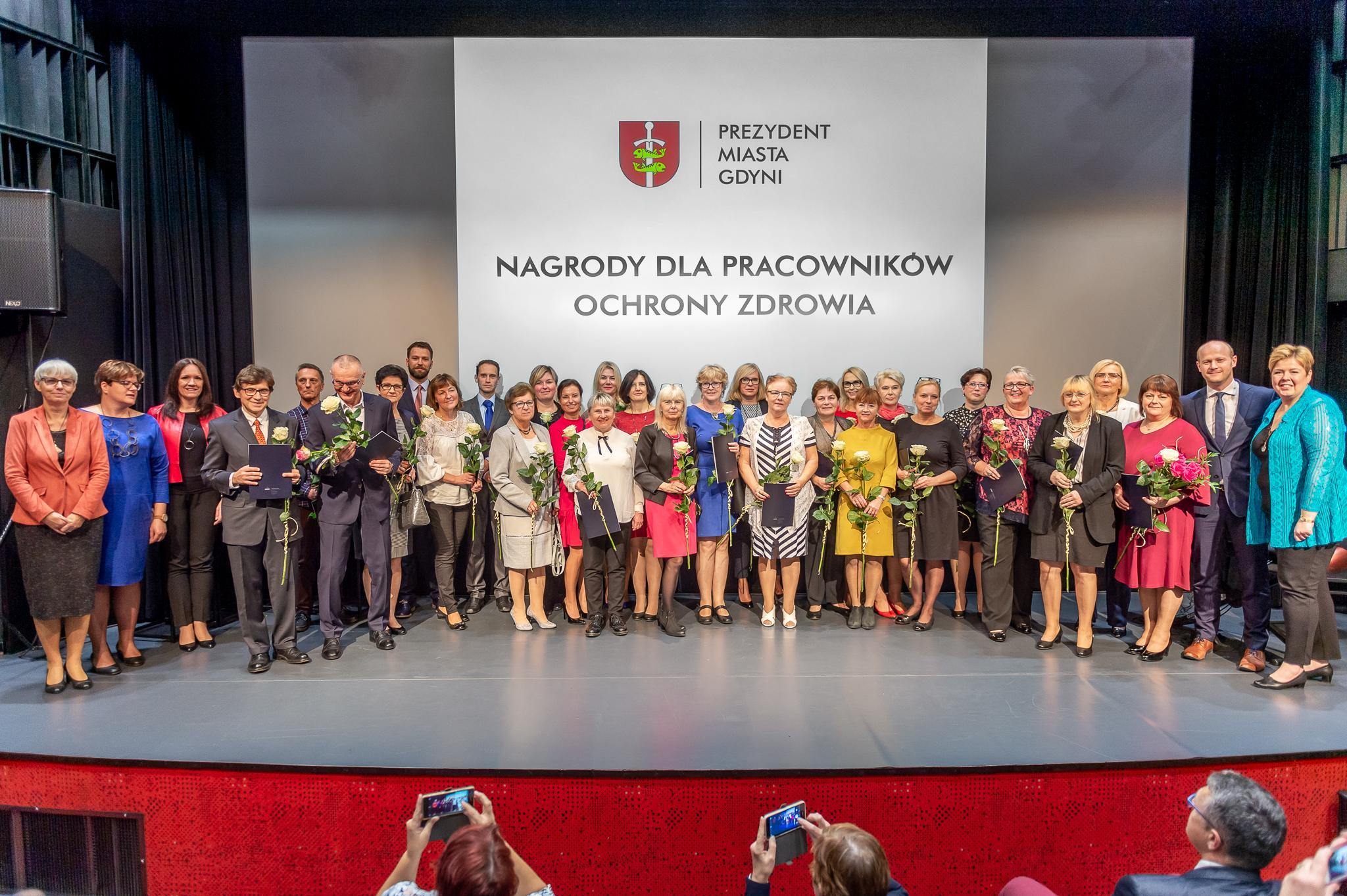 18 października obchodzony jest Dzień Św. Łukasza, patrona pracowników służby zdrowia. Z tej okazji wyróżnionych nagrodą prezydenta Gdyni zostało 30 pracowników gdyńskich szpitali i przychodni, fot. Krzysztof Kozicki
