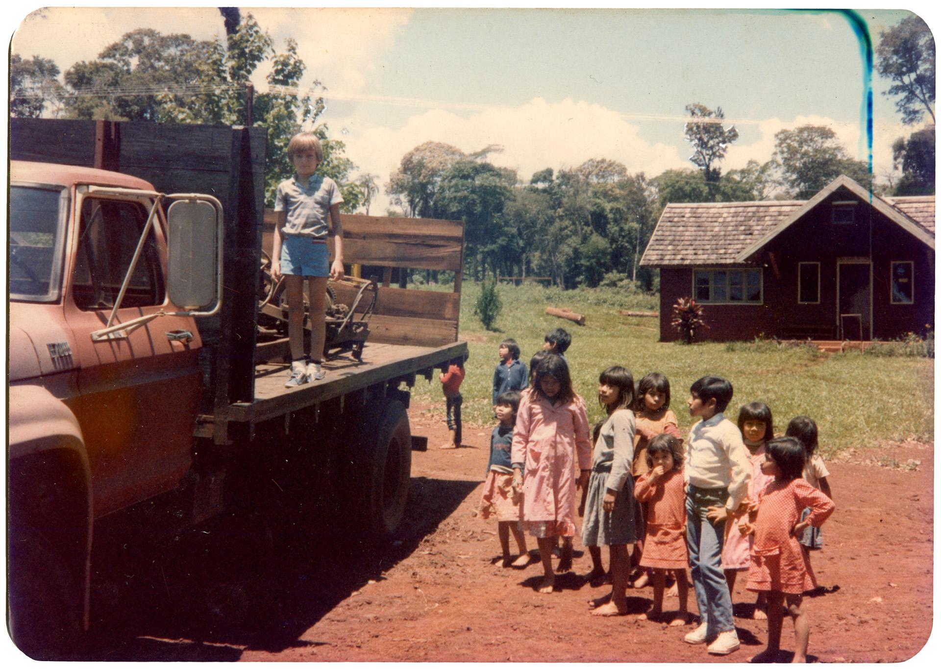 Dzieci w Ameryce Południowej. Fotografia autorstwa Otto Tarnowskiego.
