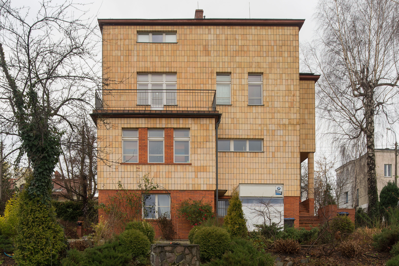 Elewacja willi w Orłowie oblicowane żółtymi płytkami ceramicznymi skontrastowanymi z ciemnymi spoinami, elewację w latach 2007-2008 poddano pracom konserwatorskim.