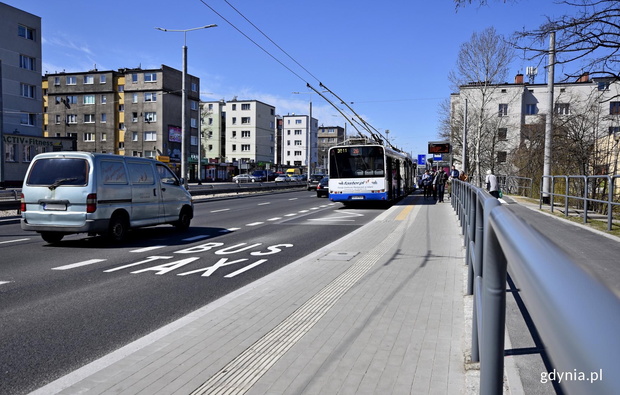 Przebudowane zostały też chodniki, zatoki, drogi dla rowerów, fot. Kamil Złoch