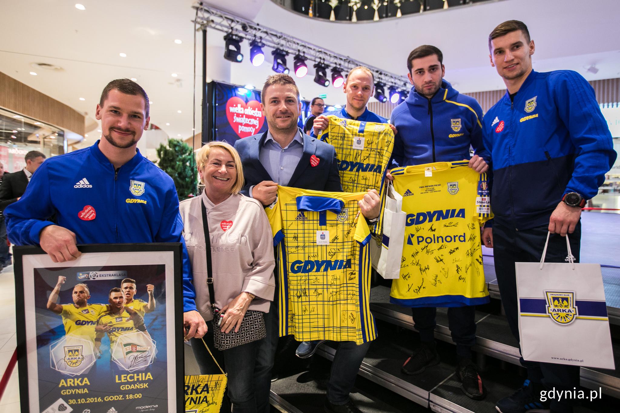 Piłkarze Arki Gdynia uczestniczyli w sobotnich licytacjach, fot. Karol Stańczak