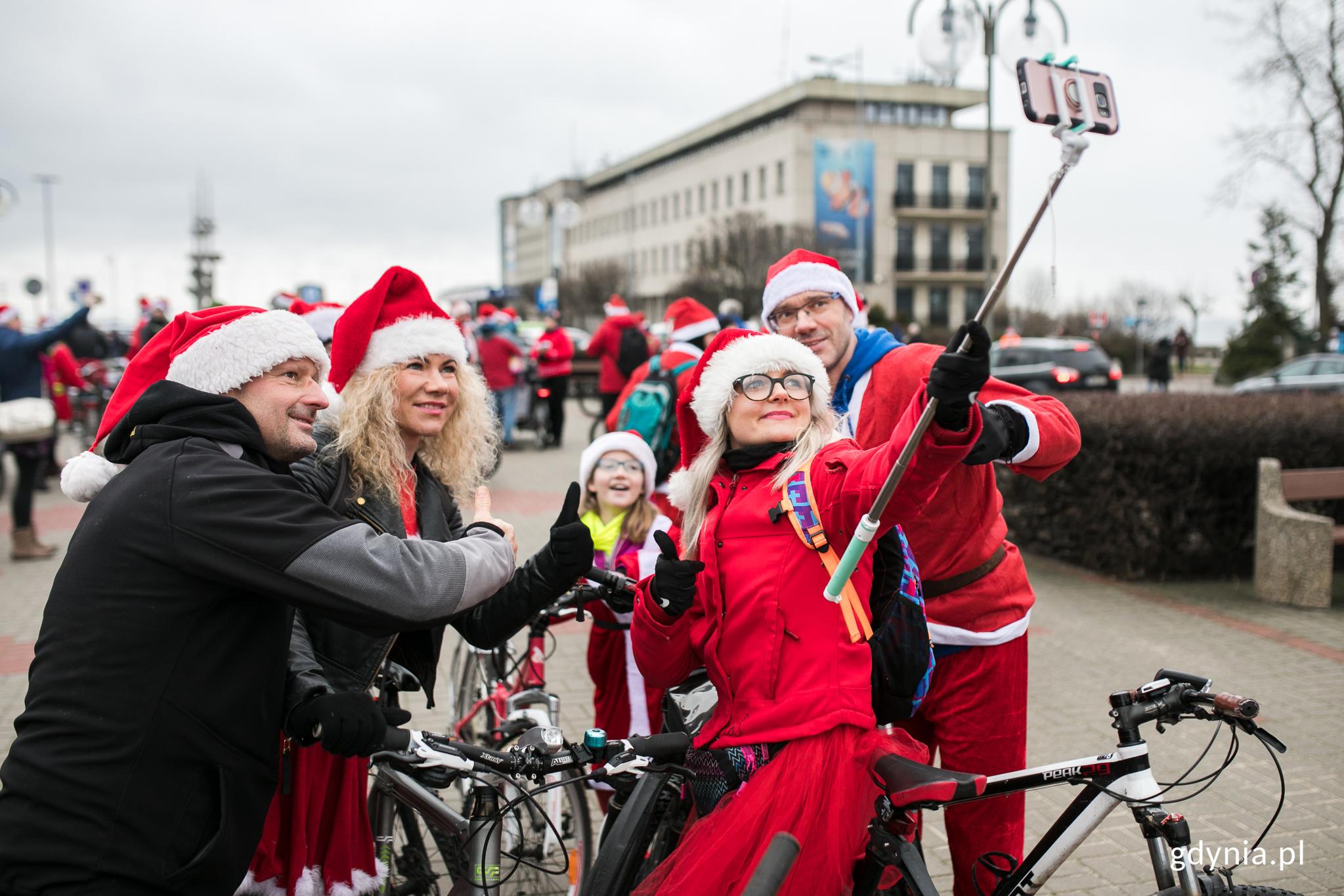 Uczestnicy rowerowego przejazdu, fot. Karol Stańczak