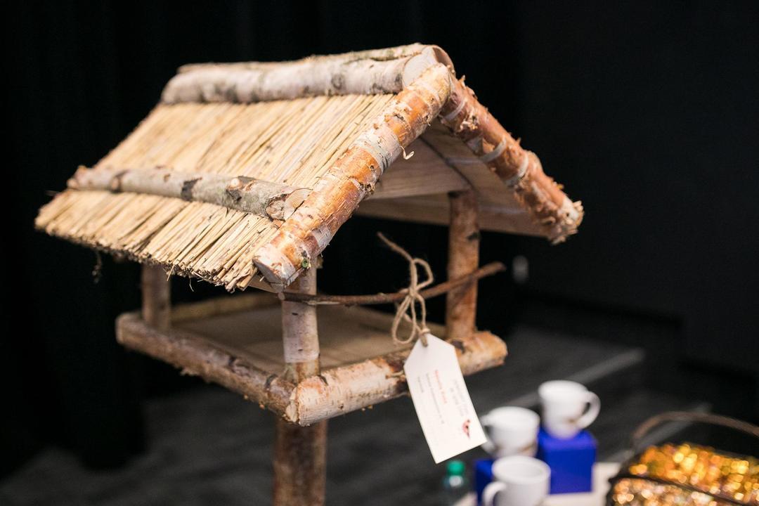 """Jeden z karmników dla ptaków zbudowanych w ramach akcji """"Zapraszamy ptaki do Gdyni"""", fot. Karol Stańczak / archiwum"""