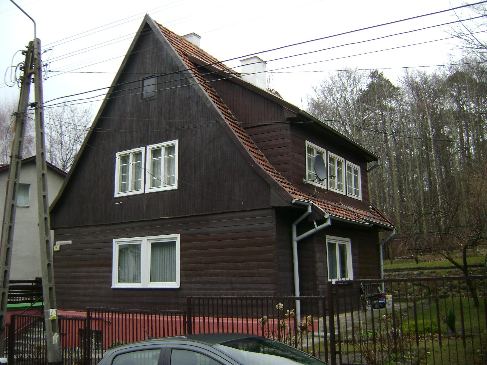 Na zdjęciu drewniana elewacja budynku przy ul. Tatrzańskiej 15