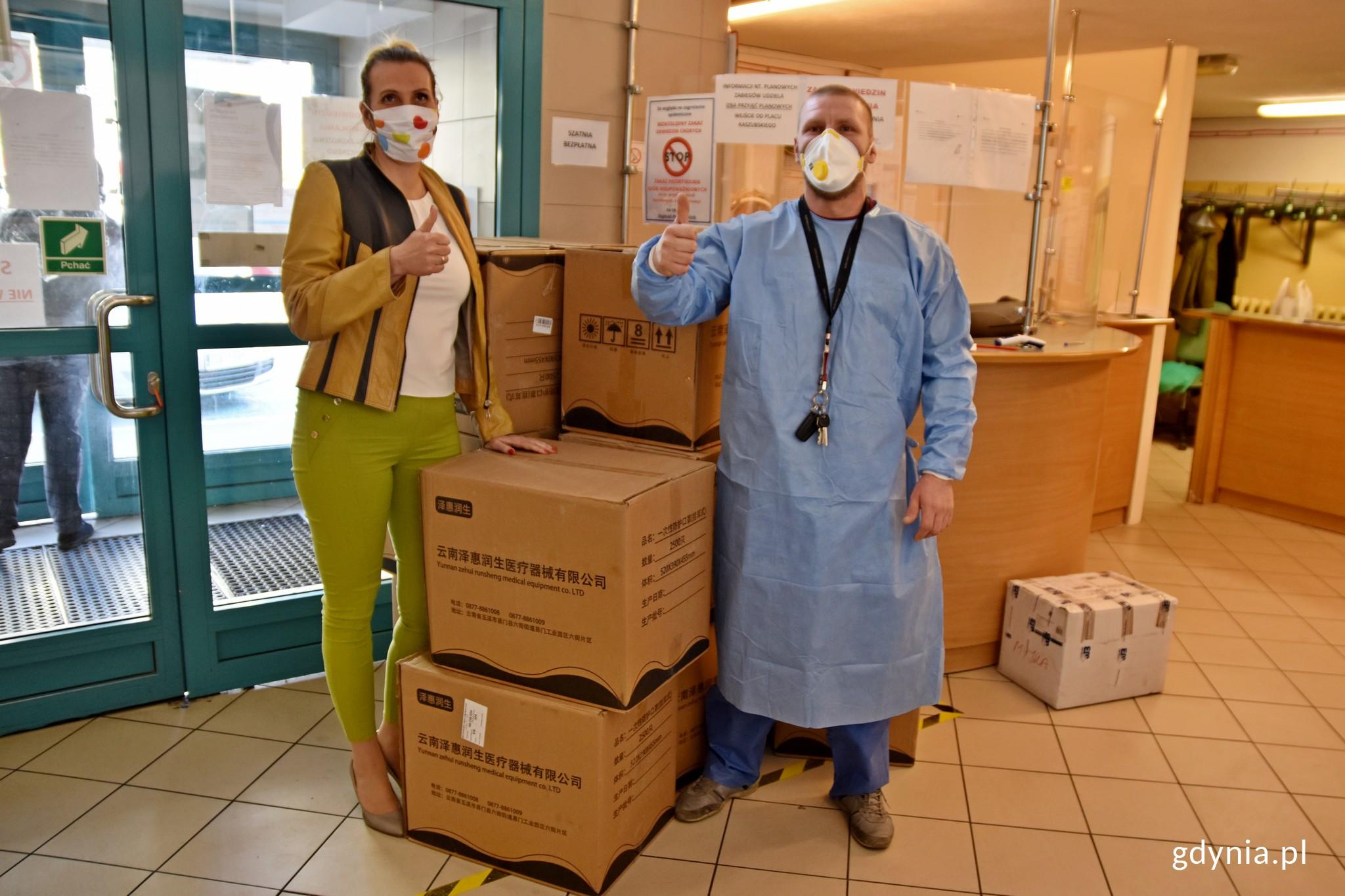 Kolejne maseczki trafiły do gdyńskich szpitali i pogotowia, fot. Paweł Kukla