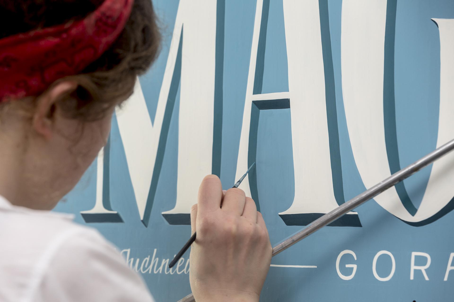 Nowy szyld przy ul. Abrahama zapowiada więcej zmian w ramach Biennale Traffic Design, fot. mat. prasowe