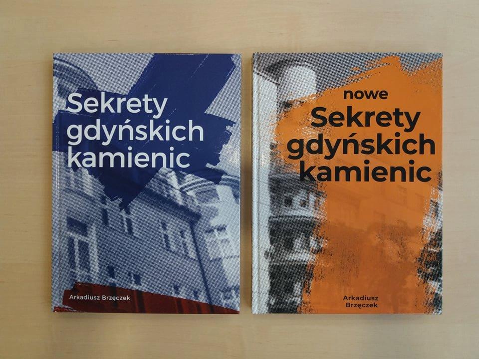 """Książki """"Sekrety Gdyńskich Kamienic"""" i """"Nowe Sekrety Gdyńskich Kamienic"""" Arkadiusza Brzęczka. // fot. facebook.com/informacjaturystycznagdynia"""