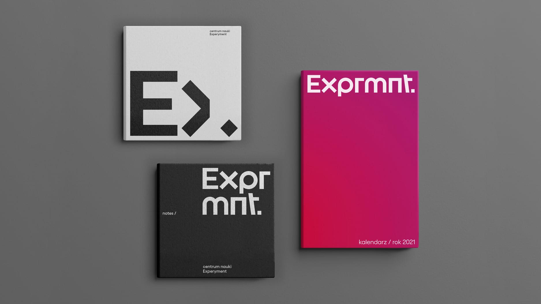 Biały album, czarny notes i różowy kalendarz książkowy z nową identyfikacją Experymentu. // fot. mat. prasowe