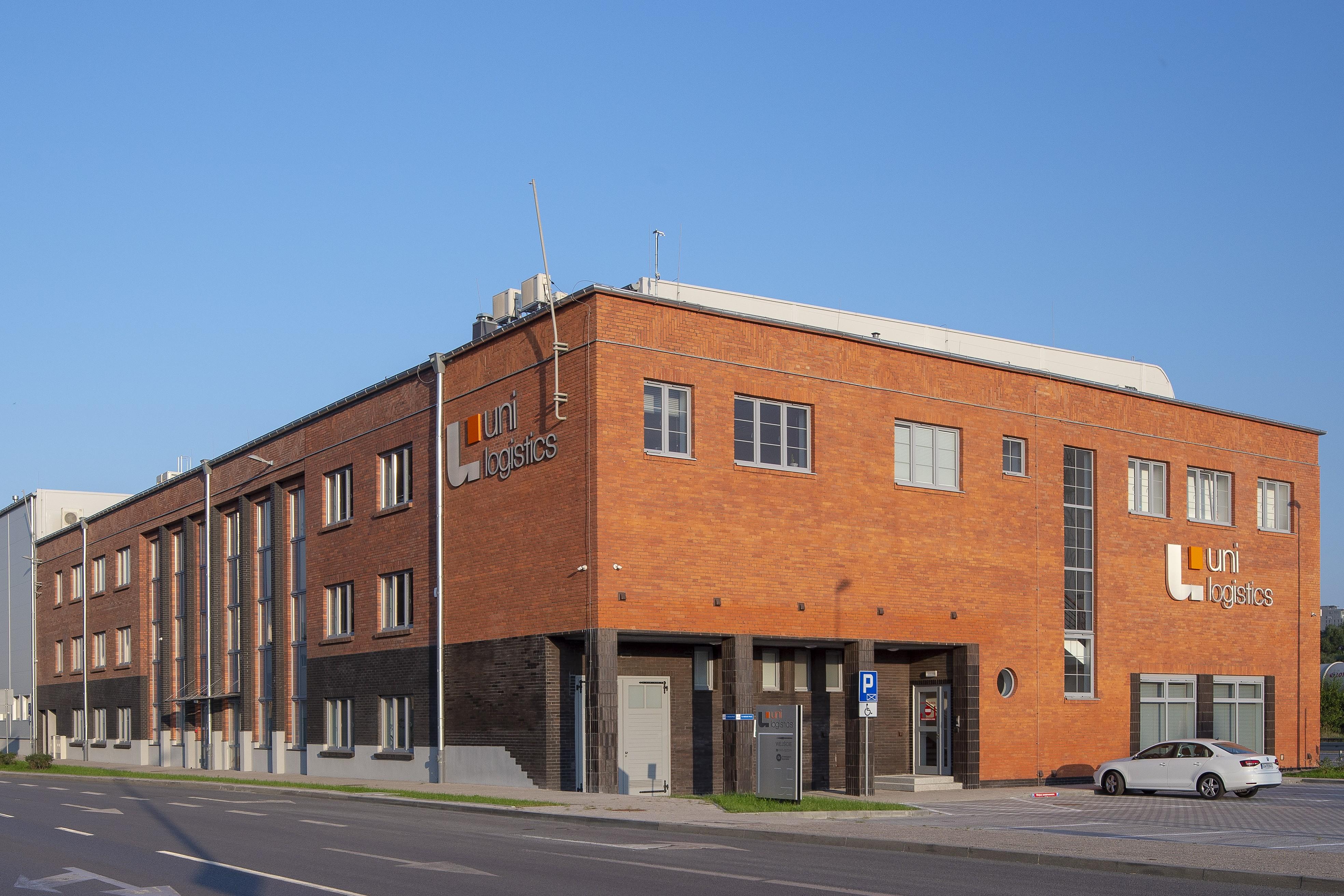 """Budynek firmy """"Bananas"""" przy ul. Polskiej 21."""