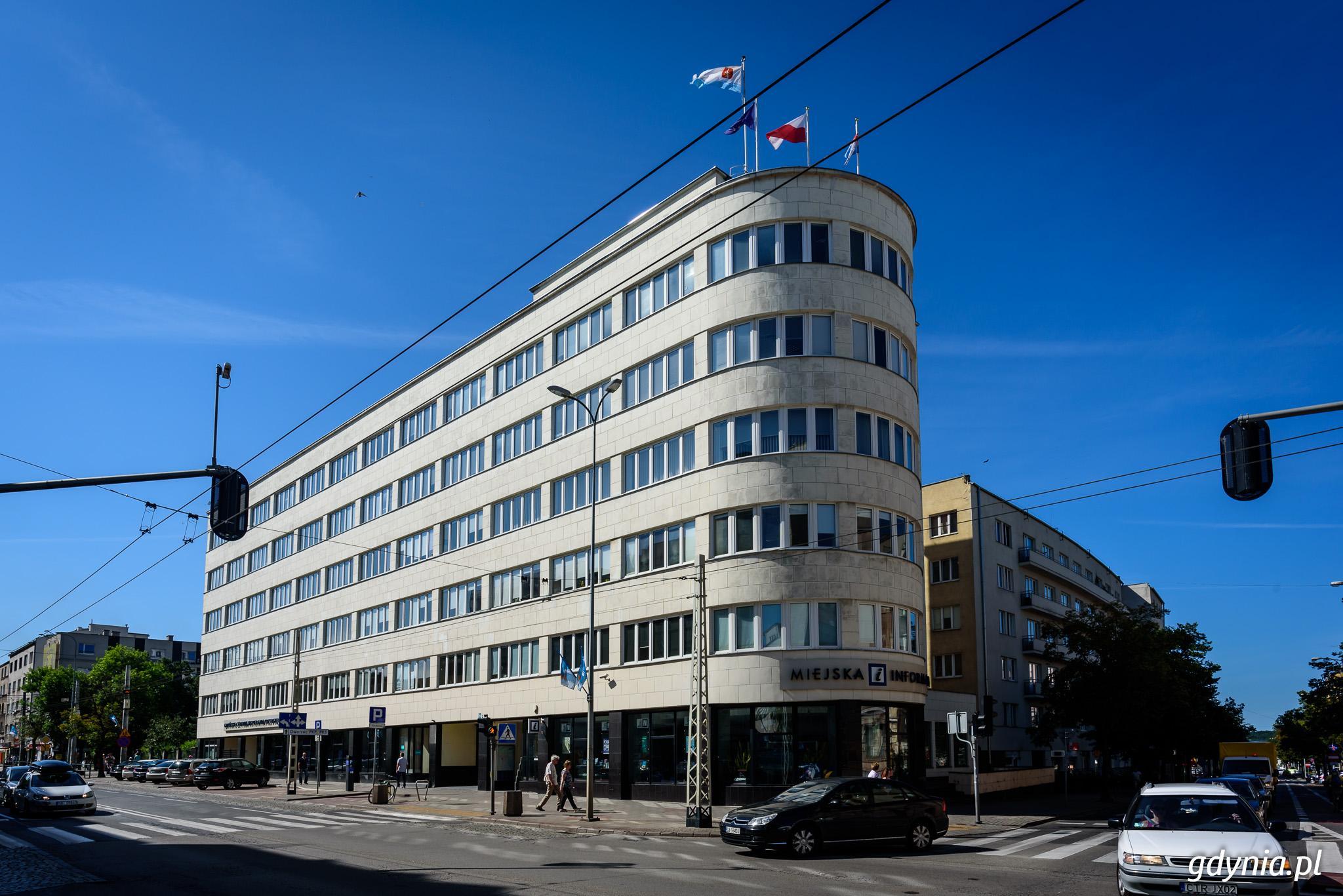 Modernistyczny budynek PLO