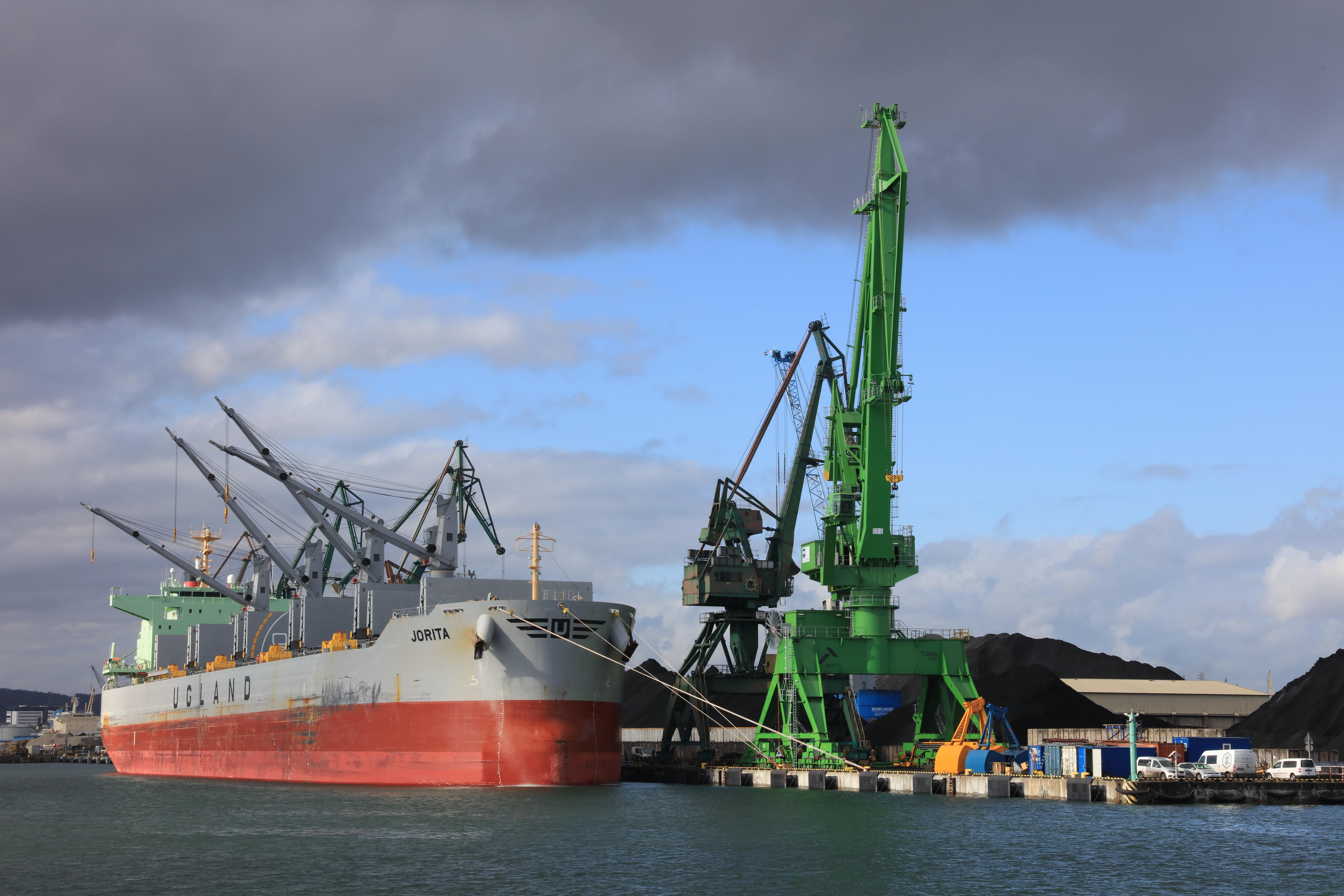 fot. materiały HES Gdynia Bulk Terminal