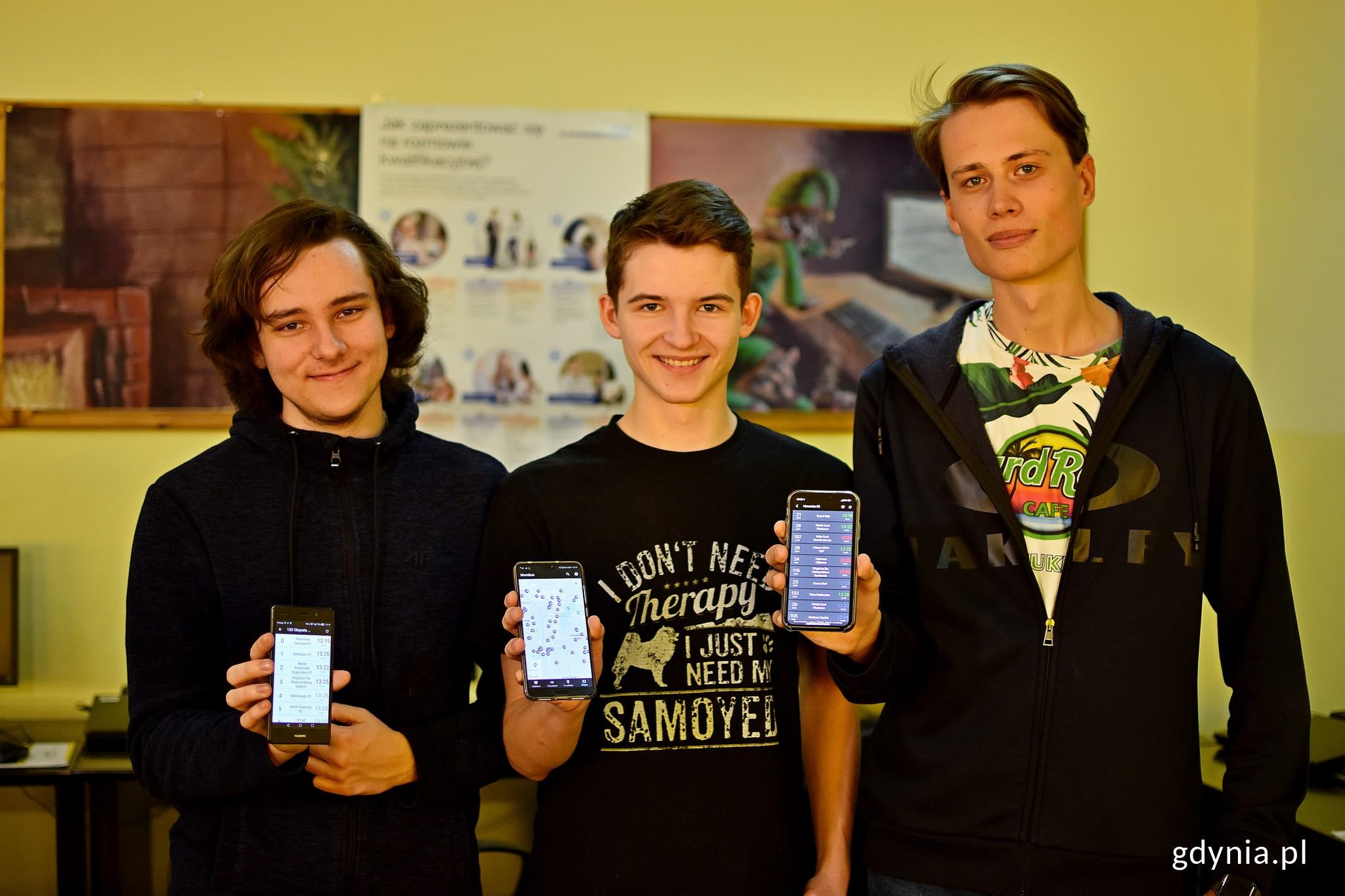 Autorami aplikacji są uczniowie VI LO w Gdyni. Od lewej: Bartosz Witkowski, Wojciech Ciunel, Jan Szulist // fot. Paweł Kukla